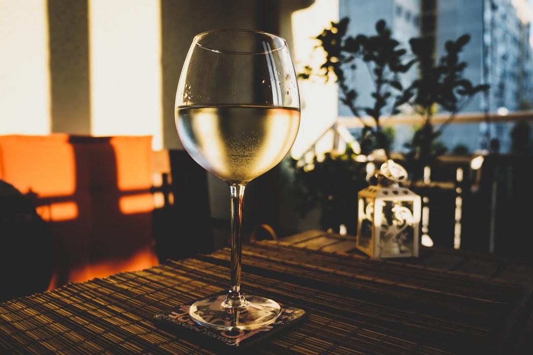 Vad är vitt vin?